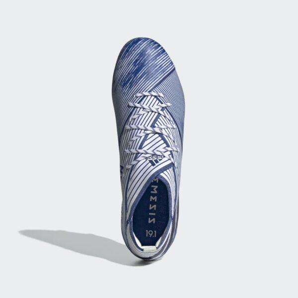 scarpa da calcio è dotata di una tomaia elasticizzata che mantiene stabile il piede suola divisa