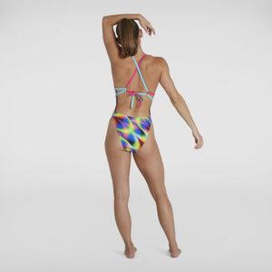Costume donna da allenamento Speedo con spalline completamente regolabili e allacciatura posteriore. Sgambatura Alta. Tessuto Endurance+ asciugatura rapida e resistente al cloro.