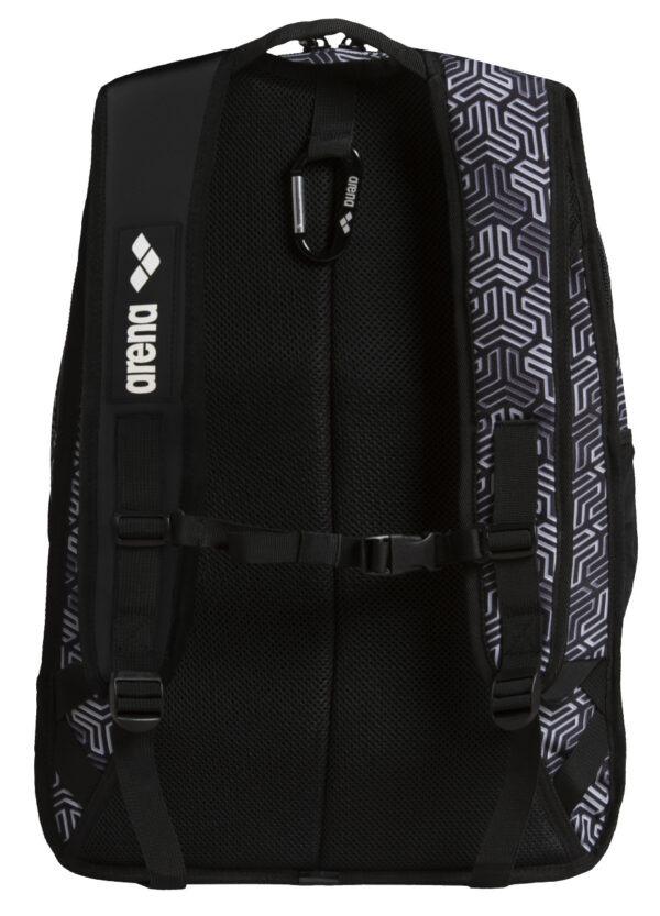 Fastpack 2.2 è lo zaino Arena dotato del sistema di gestione intelligente dello spazio spallacci e pannello posteriore imbottiti borsa interna rimovibile. misura 55 x 40 x 30 cm e ha una capacità di 40 litri tasche laterali cinturino di fissaggio anche sul torace moschettone e chiusura con cerniera