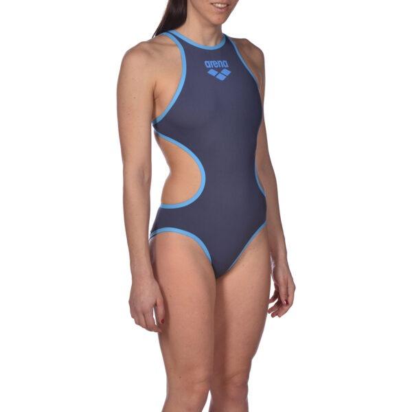 Costume Intero Donna Arena One Biglogo fabbricato con un unico pezzo di stoffa cuciture ridotte tessuto maxLife massima resistenza al cloro Asciuga rapidamente protezione dai raggi UV integrata scollatura anteriore alta e una sgambatura media