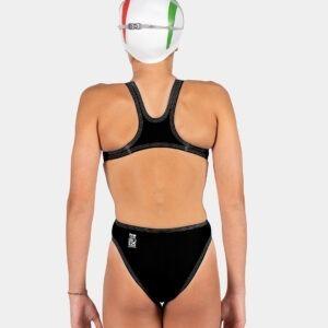 costume Akron Wels Junior prodotto omologato Fina, realizzato per le competizioni, in particolar modo per le bambine della categoria esordienti. Il costume leggerissimo spessore è di 26 microns